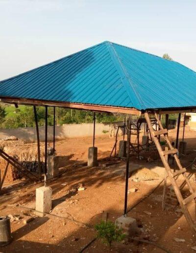 Schule wird gebaut in Afrika