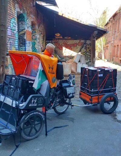 Spenden Rikscha vor Kofferfabrik Fürth
